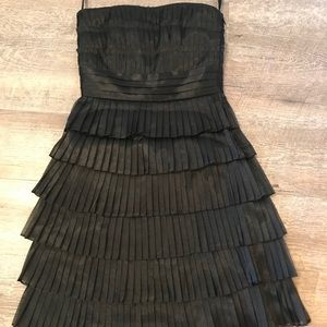 Pleated tiers strapless dress